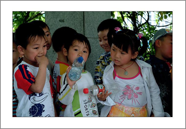 六一儿童节的孩子们