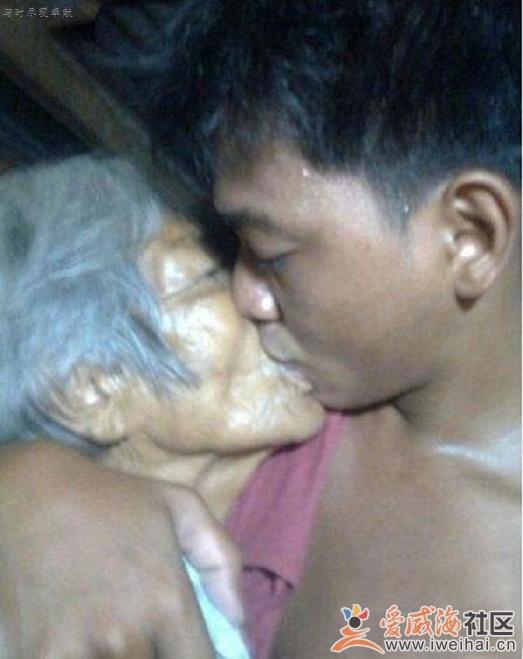 83岁老太和27岁小伙相恋图片