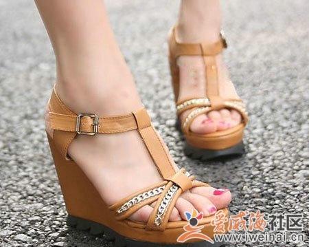 夏季流行风潮 坡跟凉鞋